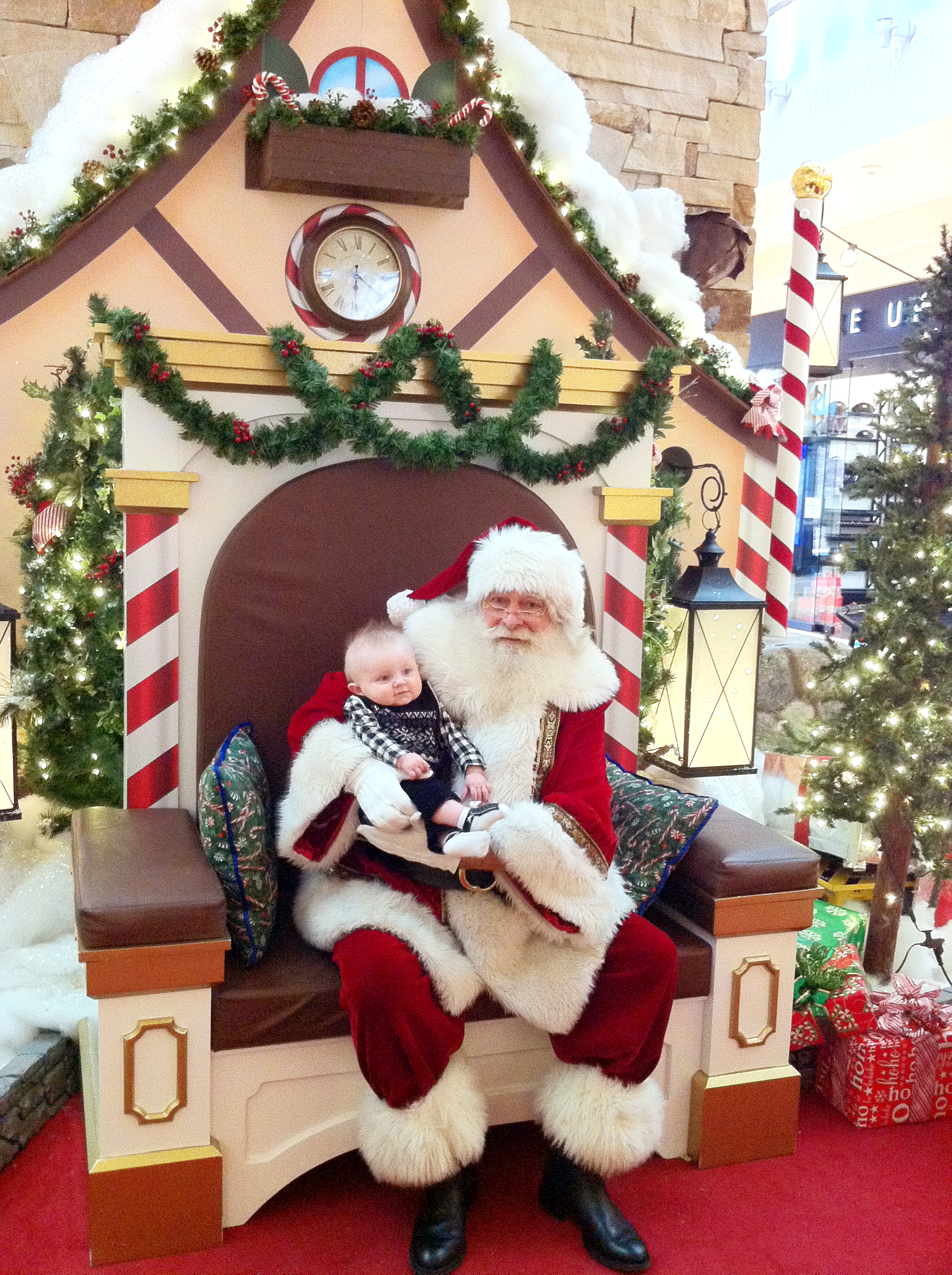 Santa S Pushing Christmas With Early Arrival At Park
